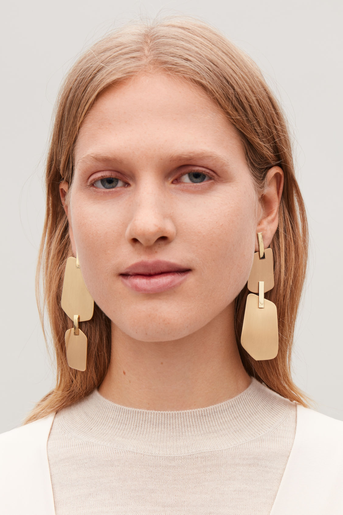 Detailed image of Cos staple-detailed drop earrings in gold