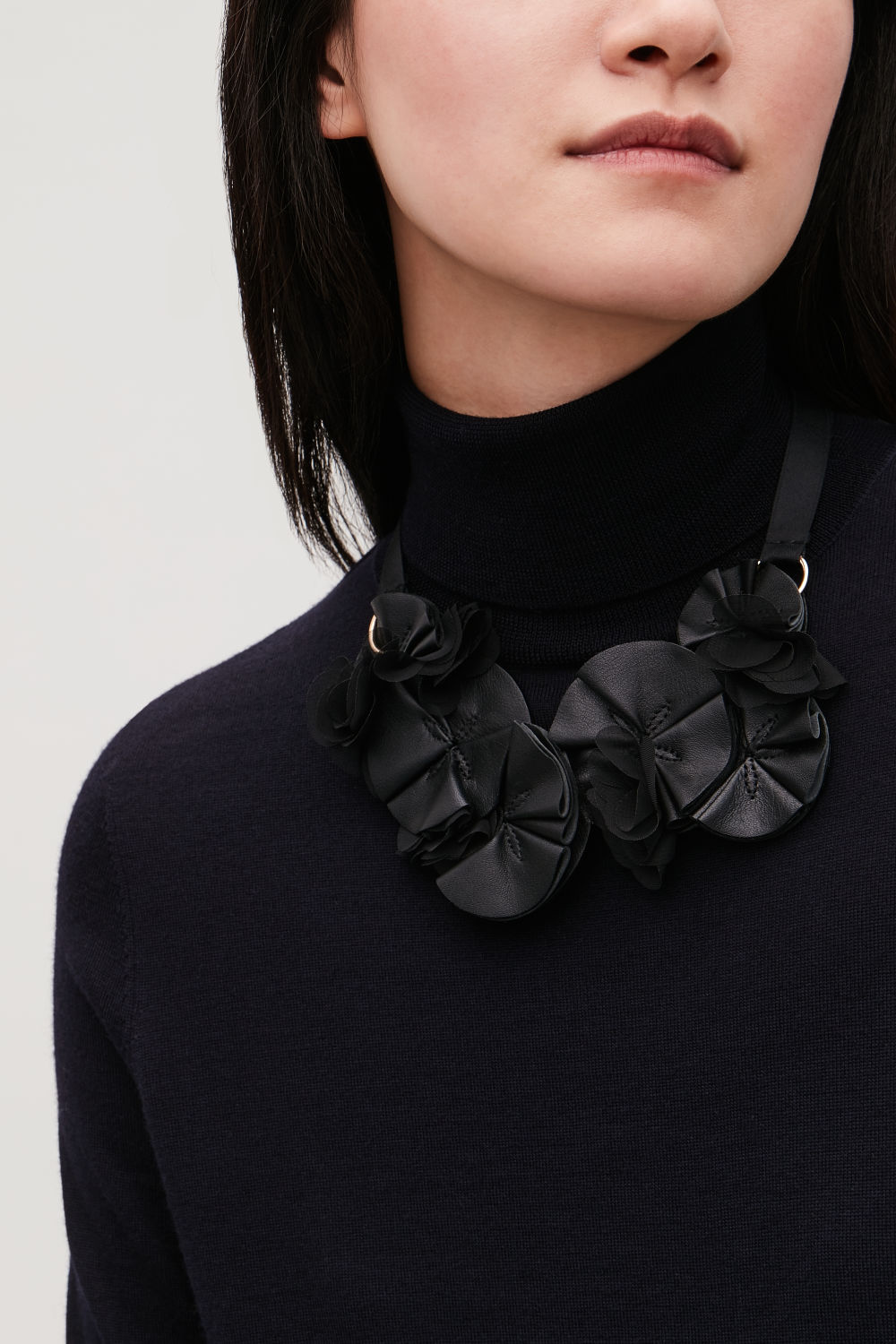 FLORAL LEATHER NECKLACE