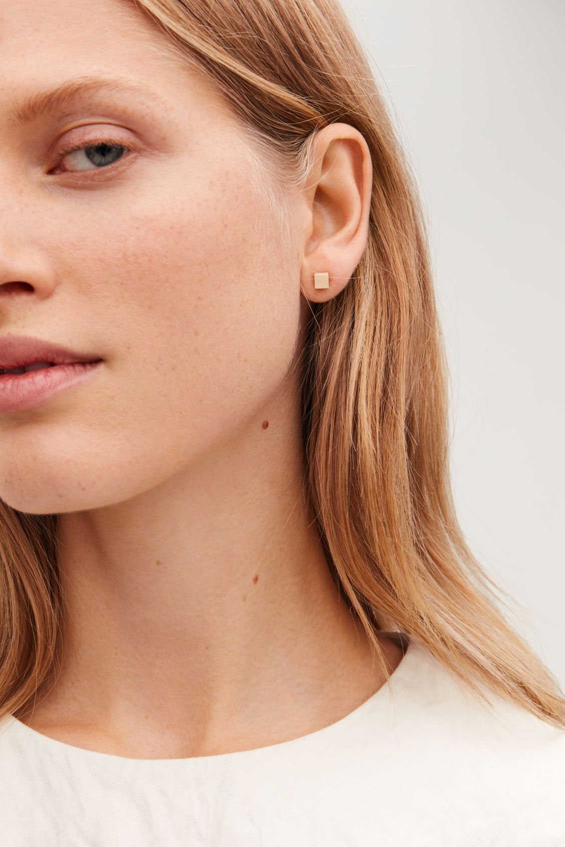 Detailed image of Cos cube stud earrings in gold