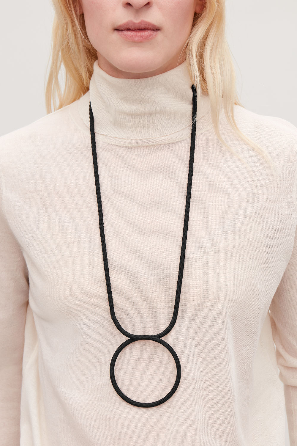 LONG FABRIC-RING NECKLACE