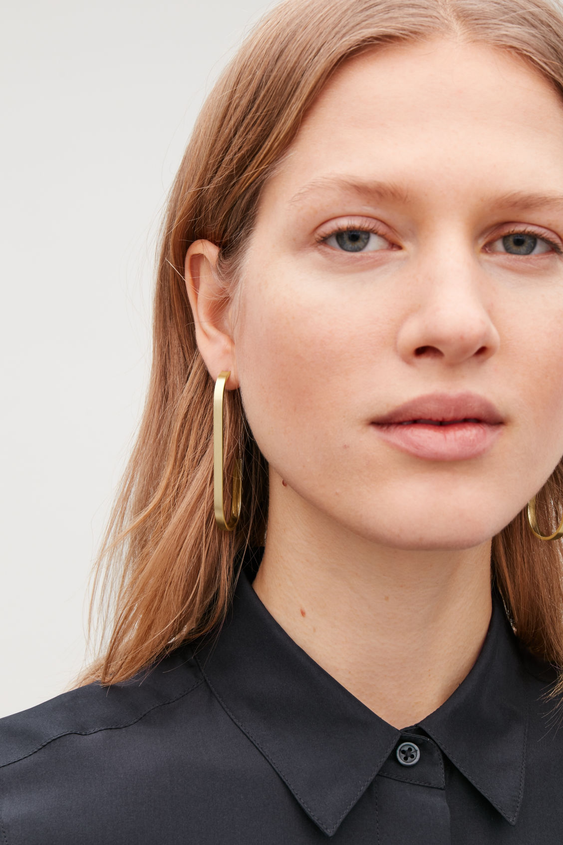 Detailed image of Cos curved open-hoop earrings in gold