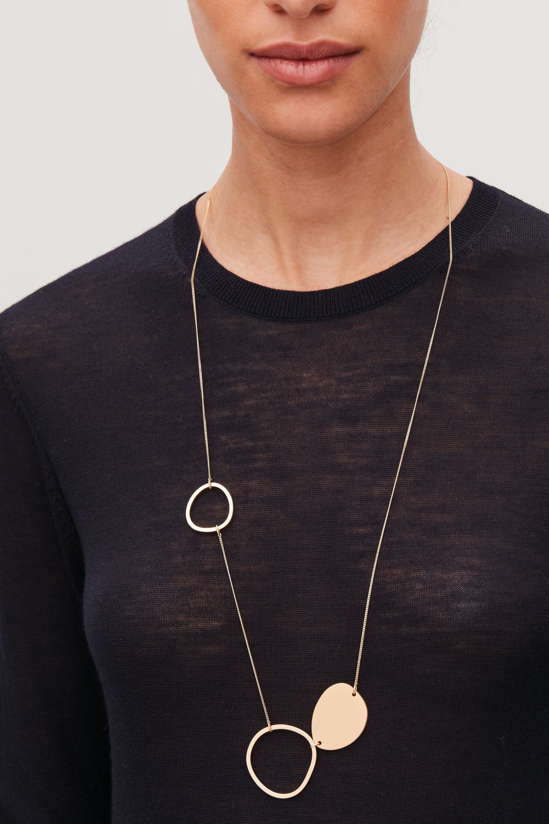 Detailed image of Cos mix-shape fine necklace in gold