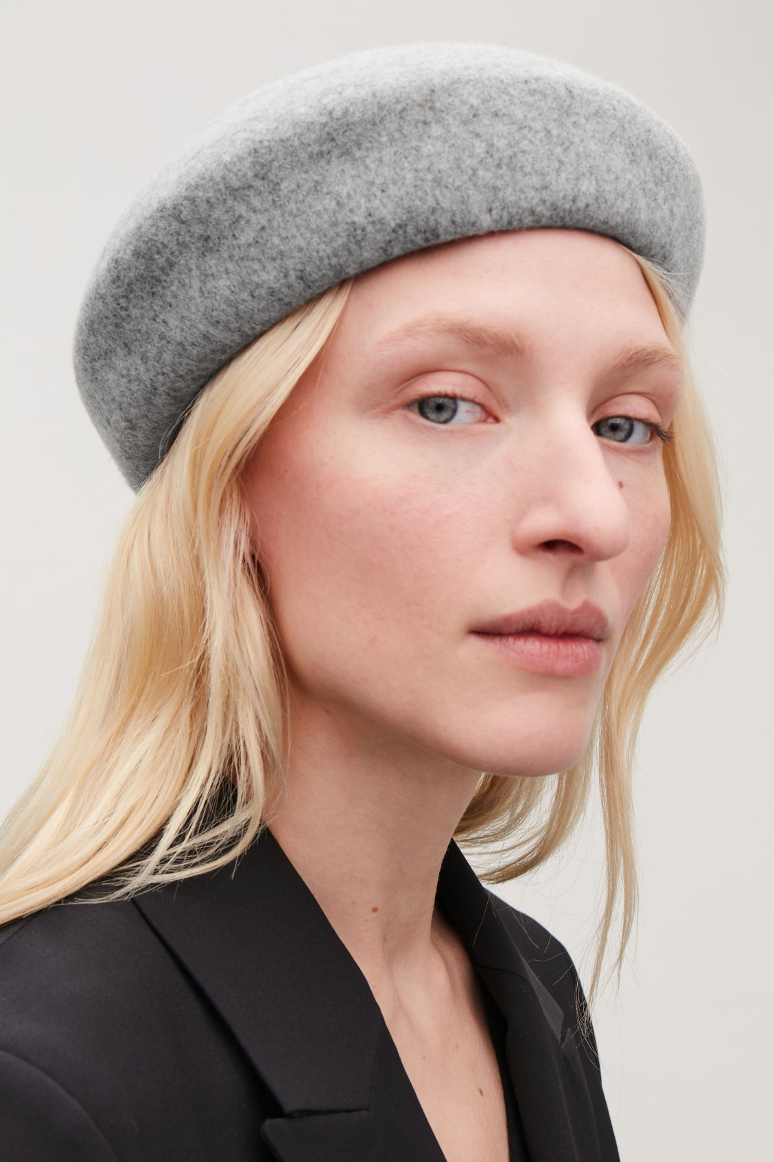 Detailed image of Cos felt-wool beret in grey