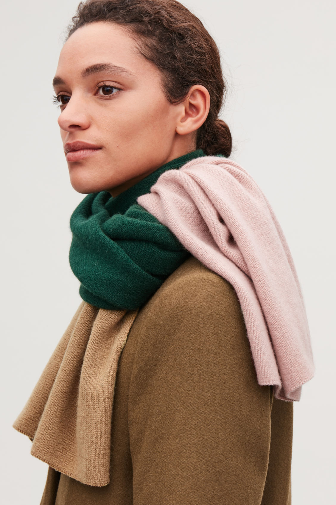 Detailed image of Cos colour-block cashmere scarf in green