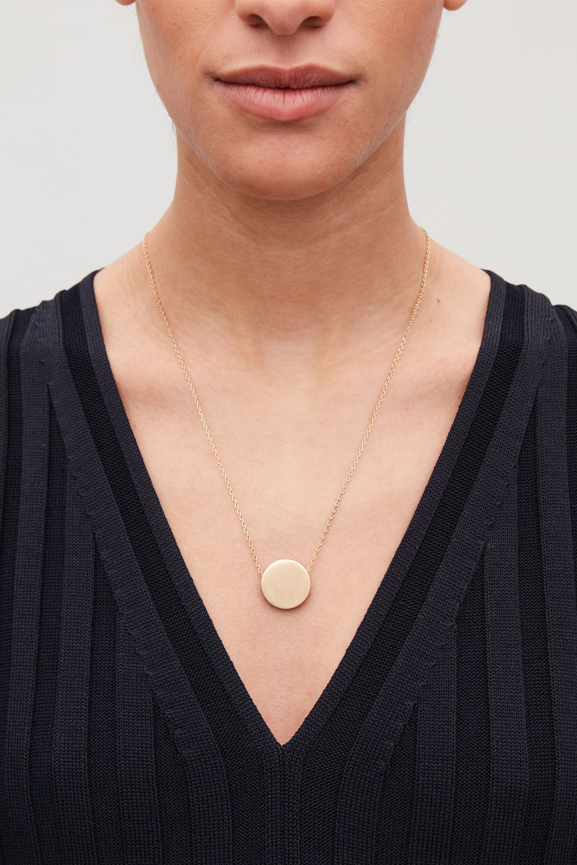 Detailed image of Cos circle pendant necklace in gold