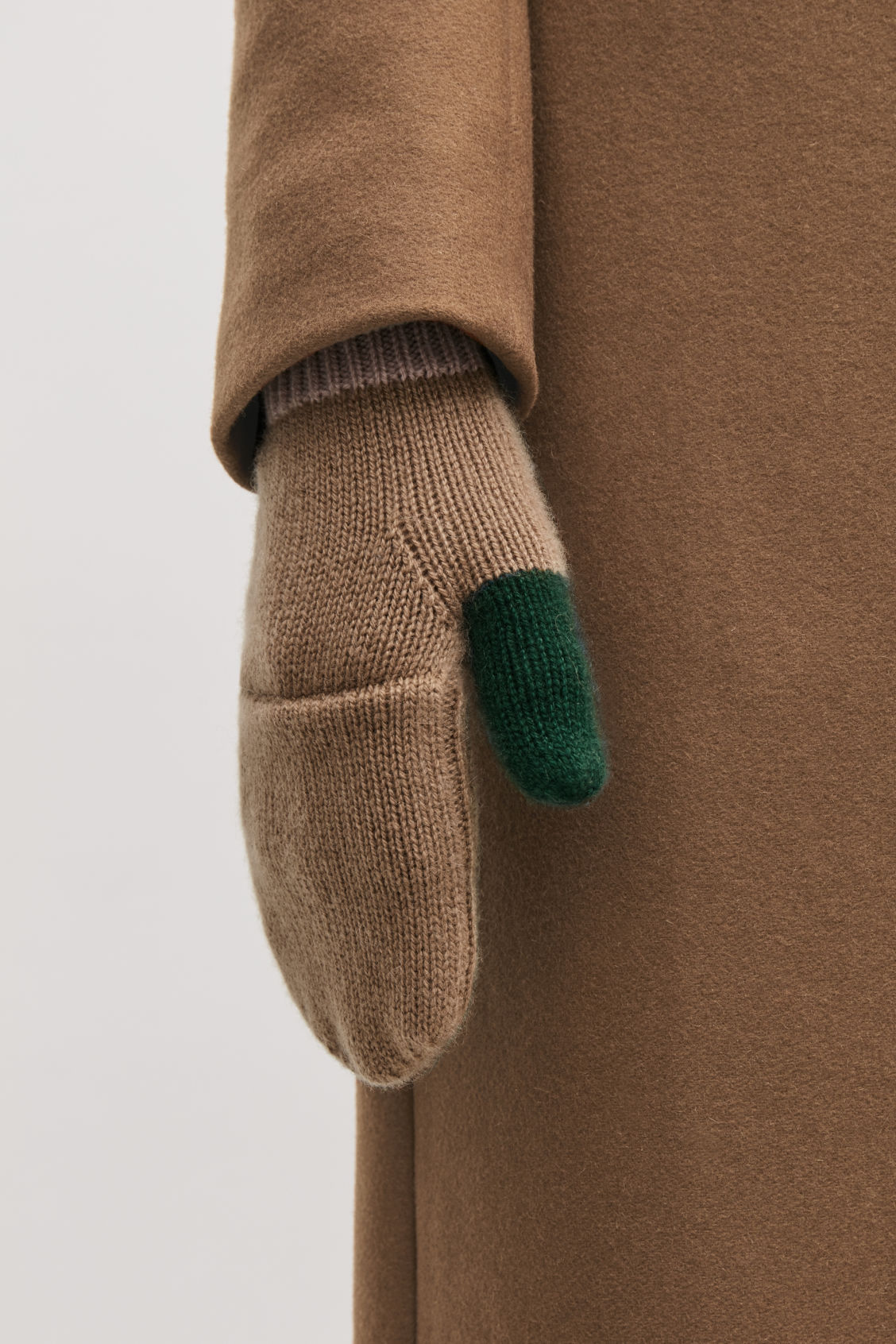 Detailed image of Cos cashmere colour-block mittens in green