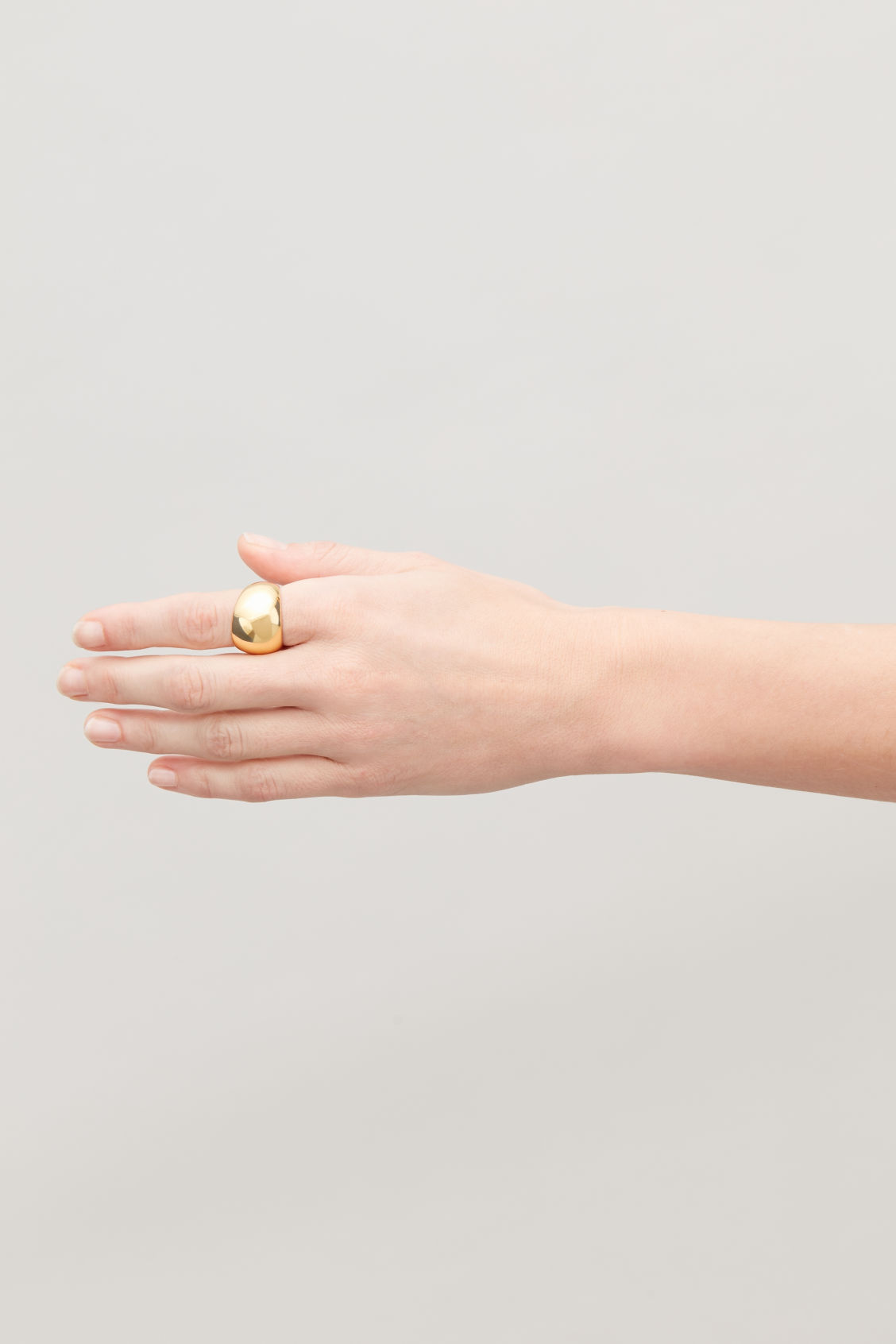 Detailed image of Cos wide curved gold-plated ring in gold